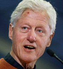 Former President Bill Clinton talks to voters about Hillary Clinton in Concord, N.H., on Wedneday, Jan. 20, 2016. (Carolyn Cole/Los Angeles Times/TNS)