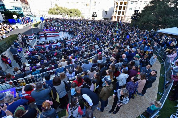 kamals crowd